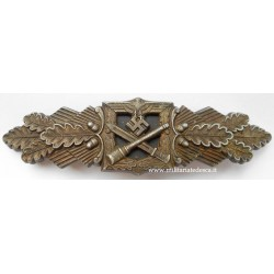 CLOSE COMBAT CLASP IN BRONZE