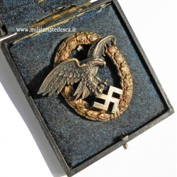 CASED OBSERVER BADGE JUNCKER