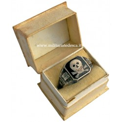 ENAMEL SKULL RING WITH CASE